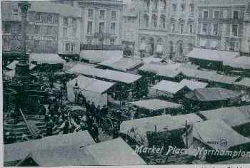 Market square around 1900 showing fountain and stallholders' horse-drawn vehicles