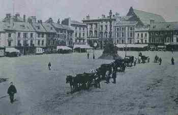 Market on Sunday afternoon in late 19th century showing horse-drawn cabs